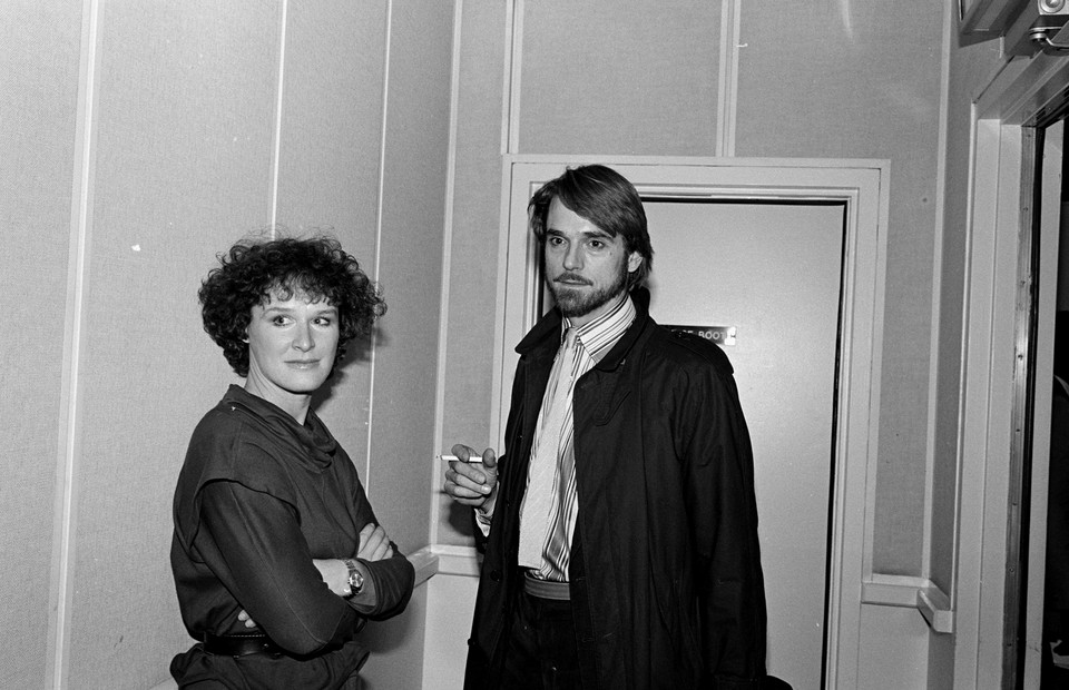 Glenn Close i Jeremy Irons (1984 r.)