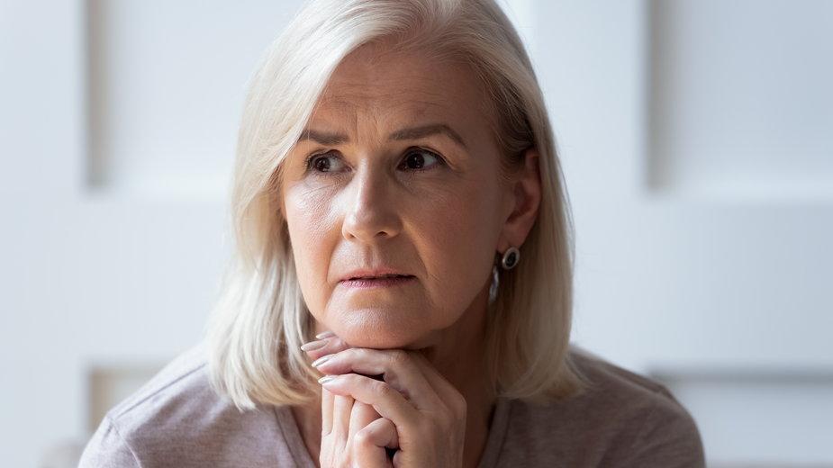 Kobiety dłużej zachowują wyższe funkcje poznawcze, co może maskować symptomy demencji