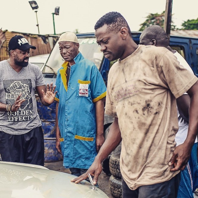 Kunle Afolayan dishing out instruction to Alabi yellow and Lateef Adedimeji on the set of  'Mokalik' [Instagram/KunleAfo]