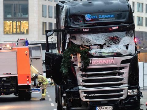 26094cc174c74 Właściciel polskiej ciężarówki, której zamachowiec użył w czasie ataku  terrorystycznego w czasie jarmarku świątecznego w Berlinie, ma poważne  kłopoty ...