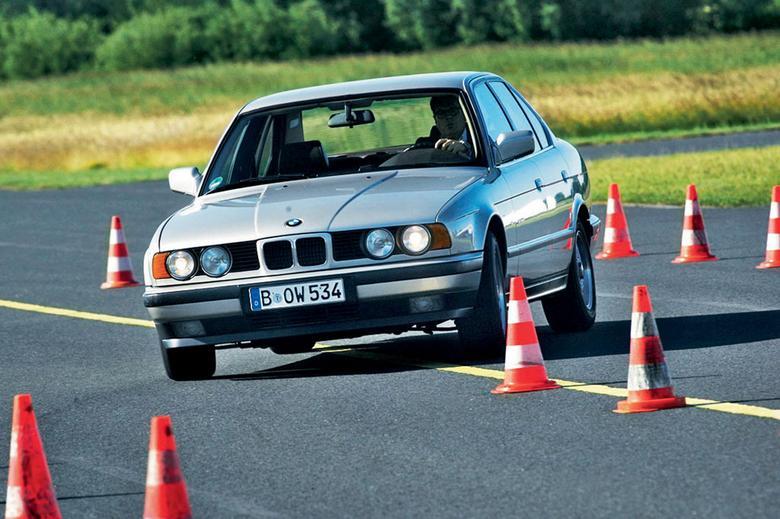Do charakteru auta lepiej pasuje skrzynia manualna. Automatyczna ogranicza temperament pojazdu.