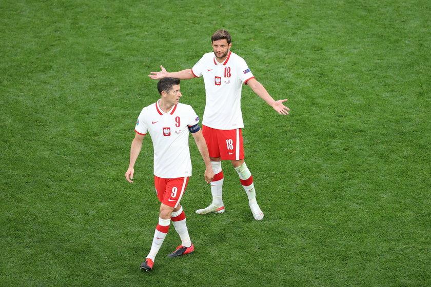 - Fajnie, że Lewandowski jest jednym z najlepszych piłkarzy na świecie, ale machanie rękami nic nie da - uważa 96-krotny reprezentant Polski.