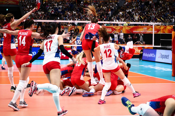 SRBIJA JE ŠAMPION SVETA!!! Naše odbojkašice u TRILERU protiv Italije došle do istorijske zlatne medalje /FOTO/