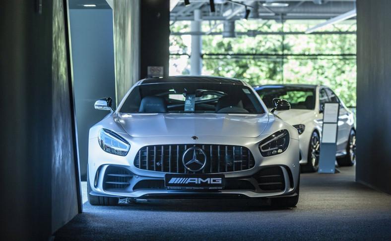 Mercedes to także mocarne maszyny z logo AMG