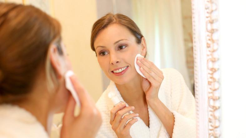 Czym najlepiej oczyszczać twarz?