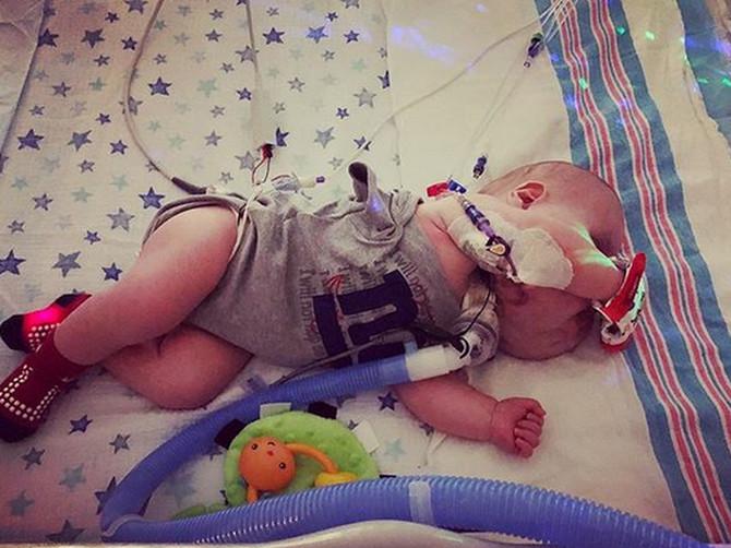 """Viktorija (27) se porodila IZNENADA, dok je bila sama kod kuće: """"Kad sam videla sina, IZNENADILA SAM SE a najviše zaboli kad ga ljudi zovu ČUDOVIŠTEM"""""""