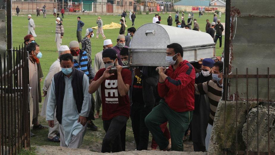 Indie: pogrzeb ofiary epidemii koronawirusa