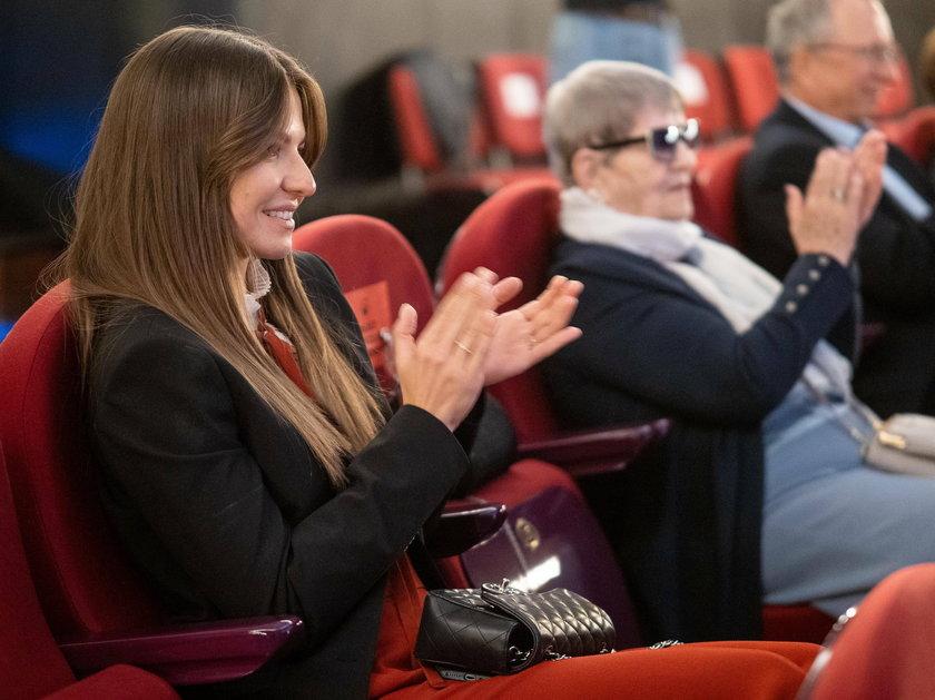 """Anna Lewandowska podczas premiery oklaskiwała mamę, która wyreżyserowała film """"Położna"""""""