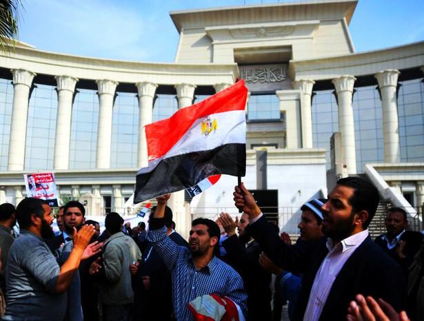 Protesty zwolenników Mursiego w Egipcie na początku 2013 roku.