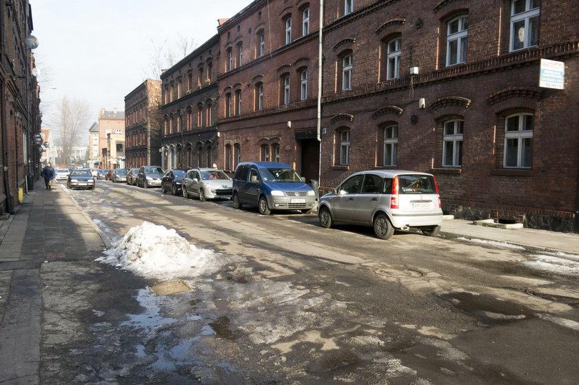 Katowice. Przetarg na zadaszenie restuaracji i toalety na rynku