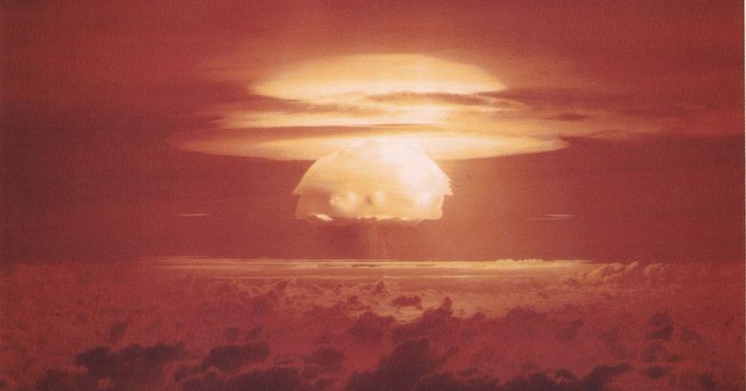 Jak zachować się w przypadku wybuchu bomby jądrowej