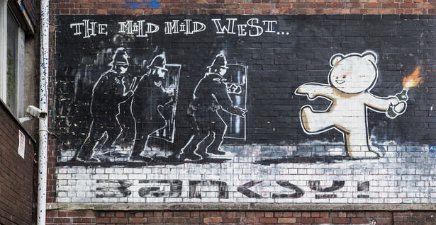"Mural ""Mild Mild West"" Banksy'ego w Bristolu"
