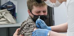Rząd zachęca młodzież do szczepień. Ponad 600 zł i darmowy internet