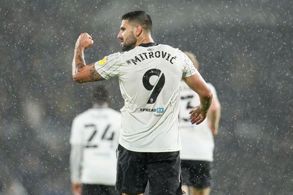 MOŽE LI NEKO DA GA ZAUSTAVI?! Aleksandar Mitrović je mašina za golove: Trinaesti pogodak ove sezone, a tek je oktobar! /VIDEO/