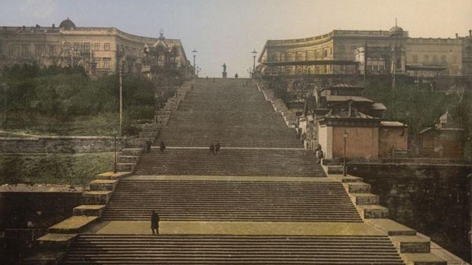 Schody Potiomkinowskie w Odessie - jeden z symboli miasta, w którym Szpicbródka uczył się kasiarskiego fachu (domena publiczna)