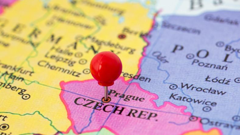 Czechy państwo kraj mapa pinezka Praga / fot. Shutterstock