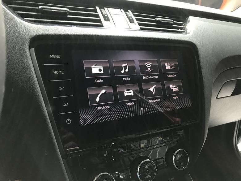 Nowe radio Skoda Columbus imponuje ekranem i szybkością pracy.