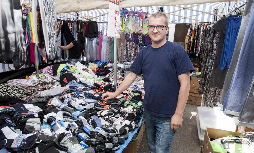 Robert Mizera (43 l.), sprzedawca na targowisku w Gliwicach