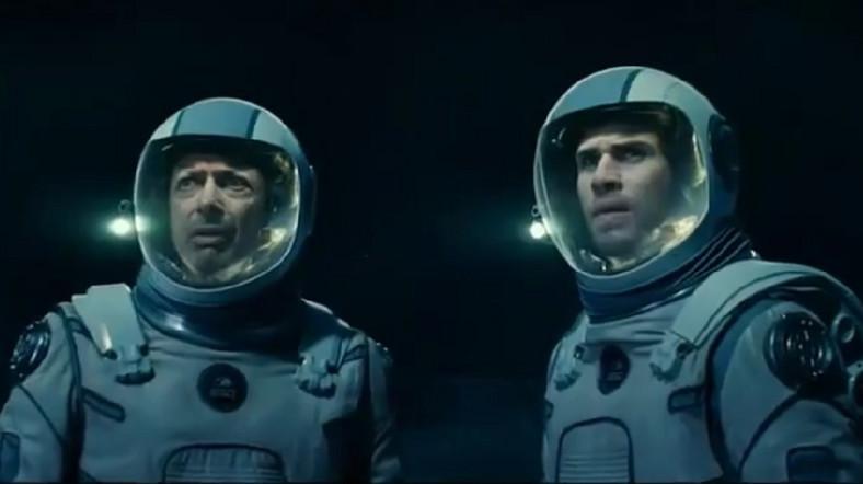 """Jeff Goldblum i Liam Hemsworth w filmie """"Dzień niepodległości: Odrodzenie"""""""