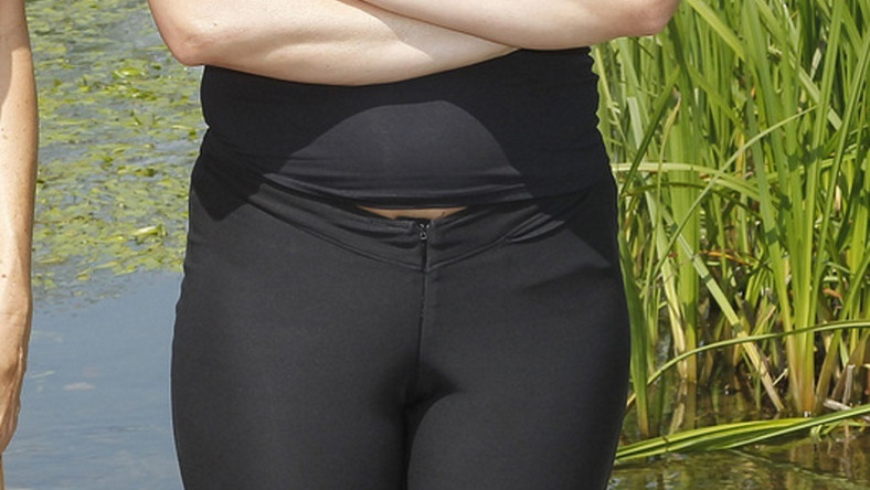 Obcisłe legginsy bezlitośnie opięły jej miejsca intymne, ale...