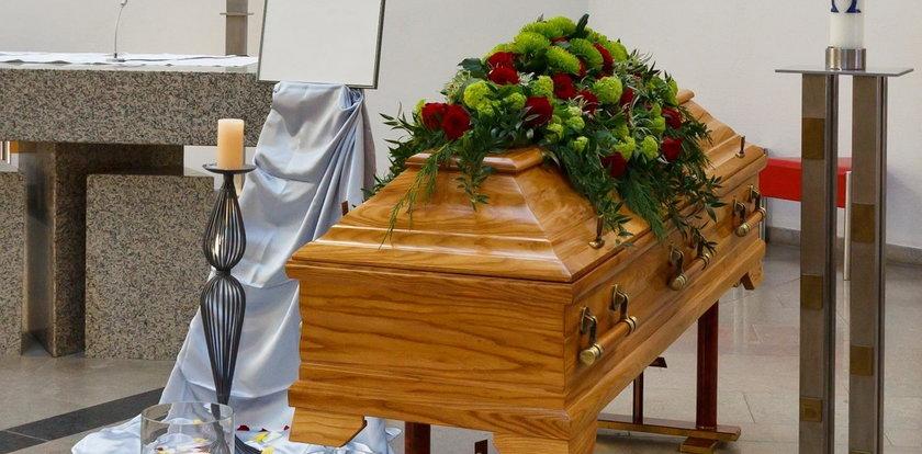 Ksiądz nie chciał pogrzebać pana Jerzego, ukarał też jego syna