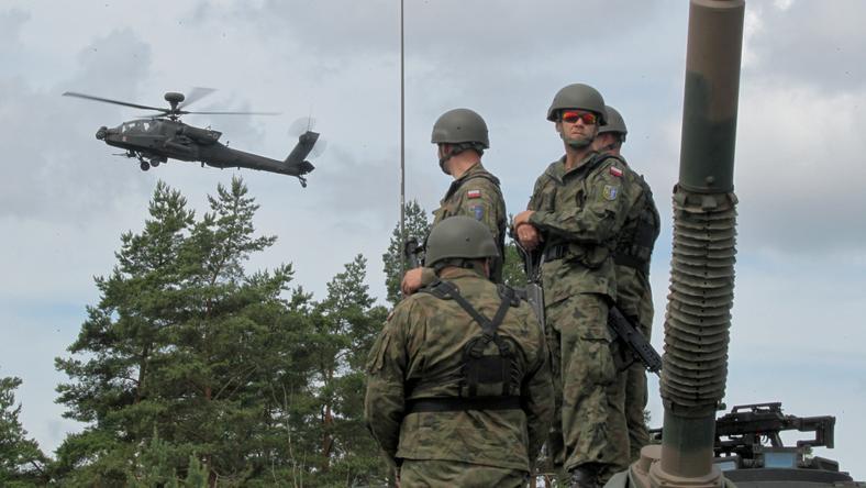 Były planista NATO: atak zielonych ludzików bardziej prawdopodobny niż dywizji czołgów