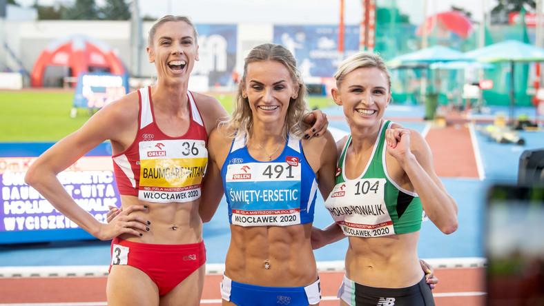 Medalistki biegu na 400 m (od lewej): Iga Baumgart-Witan, Justyna Święty-Ersetic i Małgorzata Hołub-Kowalik, pozują do zdjęcia podczas lekkoatletycznych mistrzostw Polski we Włocławku