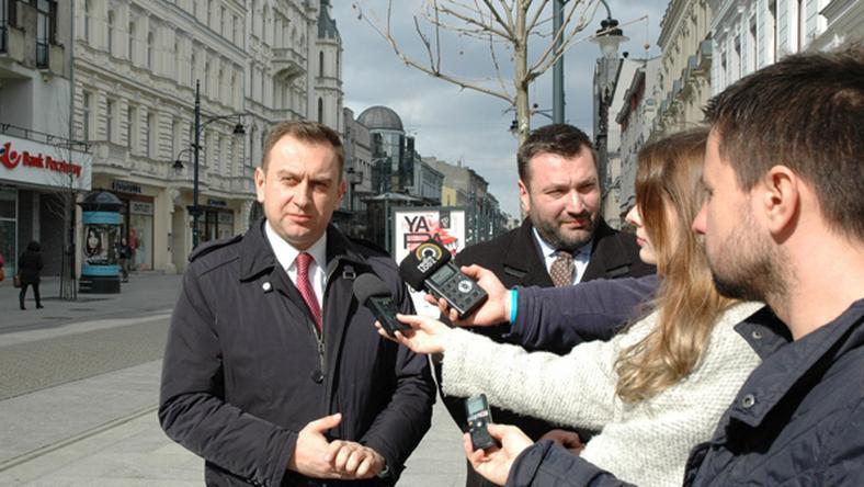 Od lewej wiceprezydent Łodzi Tomasz Trela i Piotr Bors z Biura Promocji Zatrudnienia UMŁ