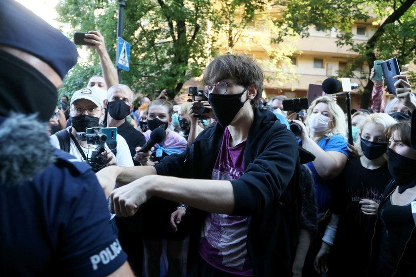 Protesty przeciwko zatrzymaniu Margot. Damięcka przygotowała wymowną grafikę