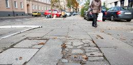 Drogowcy remontują chodniki