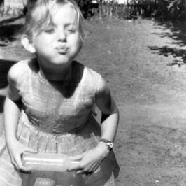 Ta dziewczyna kończy dziś... 60 lat. Jak zmieniała się przez lata autorka bestsellerów?