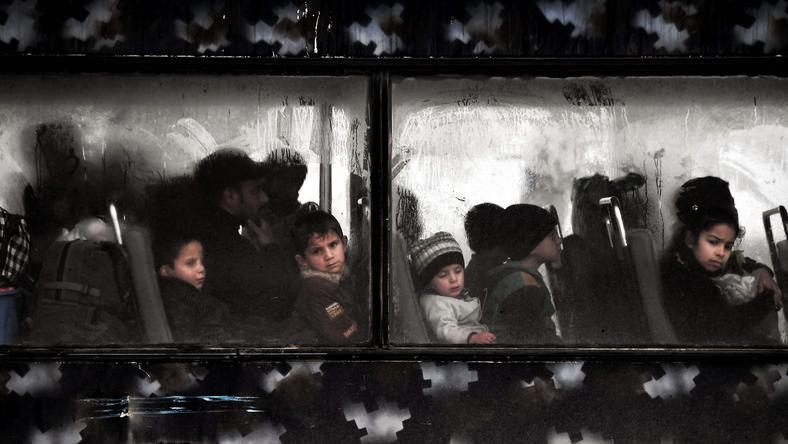 Ewakuacja dzeci z zachodniego Mosulu