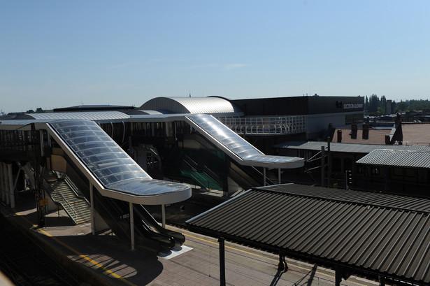 Powstały też nowoczesna kładka nad torami. Pierwszy etap przebudowy dworca w Szczecinie kosztował około 111 mln złotych. fot. (ukit) PAP/Marcin Bielecki