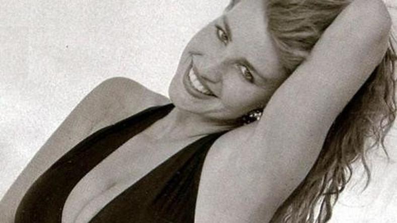"""Danuta Lato była polską odpowiedzią na Samantę Fox i Sabrinę. Z modelki w zachodnich pismach dla panów zmieniła sięna chwilę w wokalistkęo niezbyt imponujących warunkach głosowych. Ale kto by na to zwracał uwagę, skoro Danusia Irzyk (jak naprawdę się nazywała) miał inne, imponujące zalety? Z pomocą producenta Louisa Rodrigueza, współpracującego z Dieterem Bohlenem, nagrała singel """"Touch my Heart"""", który stał się megahitem roku 1986 w Polsce, Hiszpanii, krajach Beneluxu i… Japonii. Zagrała też w słynnej, pierwszej polskiej telenoweli –""""W labiryncie"""". Na początku lat 90. porzuciła jednak karierę, by poświęcić sięrodzinie. Dziśmieszka w Niemczech."""