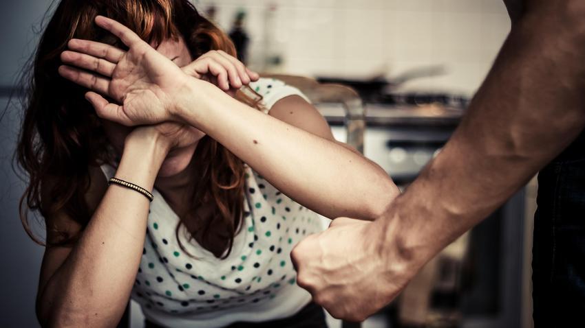 27-letni facet z 19-latkiem randki z annie girardot