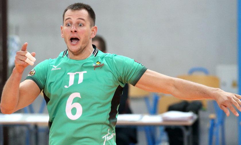 Bartosz Kurek nie poleciał do Japonii. Reprezentant Polski i gracz JT Hiroszima Thunders ma problemy zdrowotne