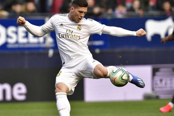 """A SAD ADIO?! Zidan tvrdi jedno, ali španski mediji otkrivaju: Jović ODLAZI iz Reala, """"zagrizao"""" još jedan klub iz Engleske!"""
