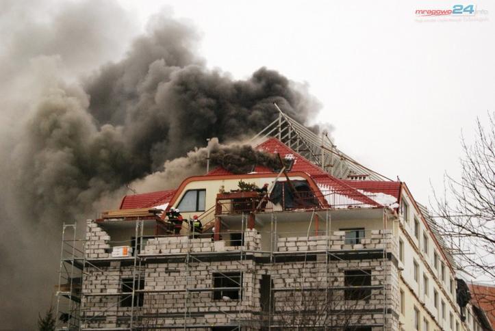 Pożar Hotelu Gołębiewski W Mikołajkach Straż Pożarna Walczy Z