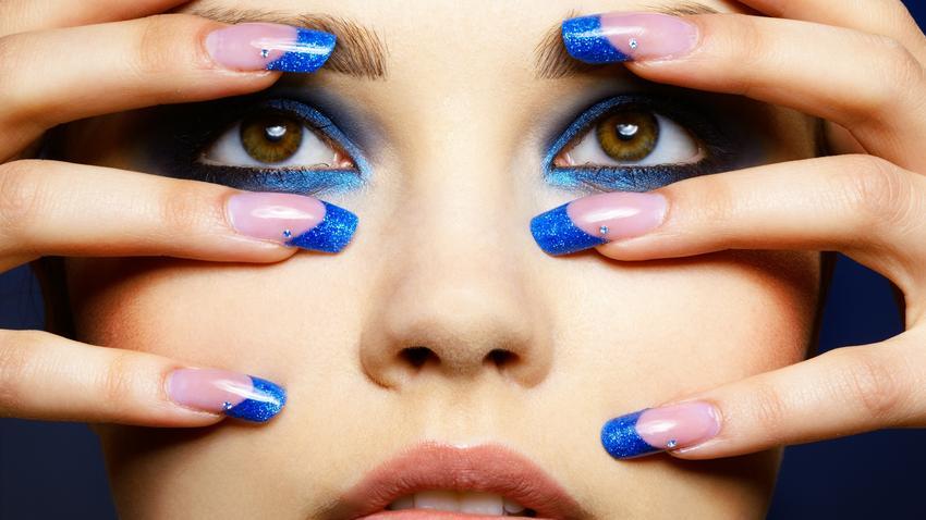 Niebieski W Makijażu Błękit W Makijażu Modne Kolory W Makijażu