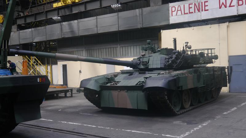 """Czołg PT-91M2 w hali Zakładów Mechanicznych """"Bumar Łabędy"""" S.A."""
