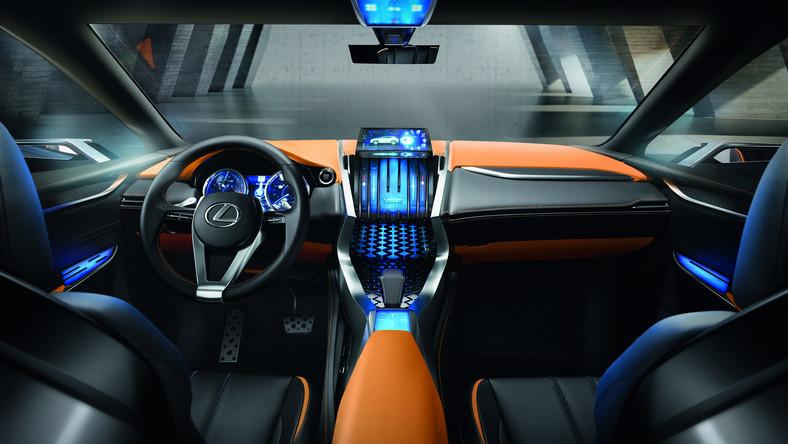Lexus LF-NX to prototyp którym japoński producent bada możliwość podboju segmentu średniej wielkości crossoverów. Krótko mówiąc Lexus zapowiada, że już niedługo może zaatakować na podwórku takich tuzów jak BMW X3, mercedes GLK, audi Q5 czy nawet volvo XC60. To także ukłon w stronę kierowców, dla których wielki RX jest po prostu za wielki i za drogi. Napęd?