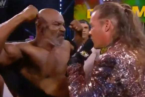 AKO ĆE OVAKO I PROTIV HOLIFILDA... Majk Tajson se vratio u ring i propisno izblamirao, zamalo da ga NOKAUTIRA - MAJICA!?