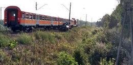Wypadek w Miedniewicach pod Skierniewicami. Samochód wjechał pod pociąg