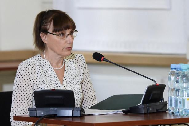 Beneficjentka decyzji reprywatyzacyjnej Ewa Morzycka-Szajer zeznaje przed Komisją Weryfikacyjną.