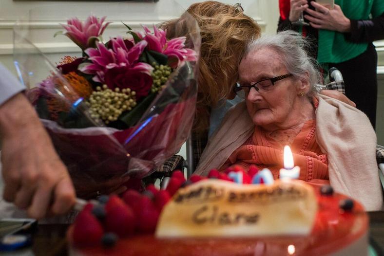 Clare Hollingworth w dniu swoich 105 urodzin, 10 października 2016r.