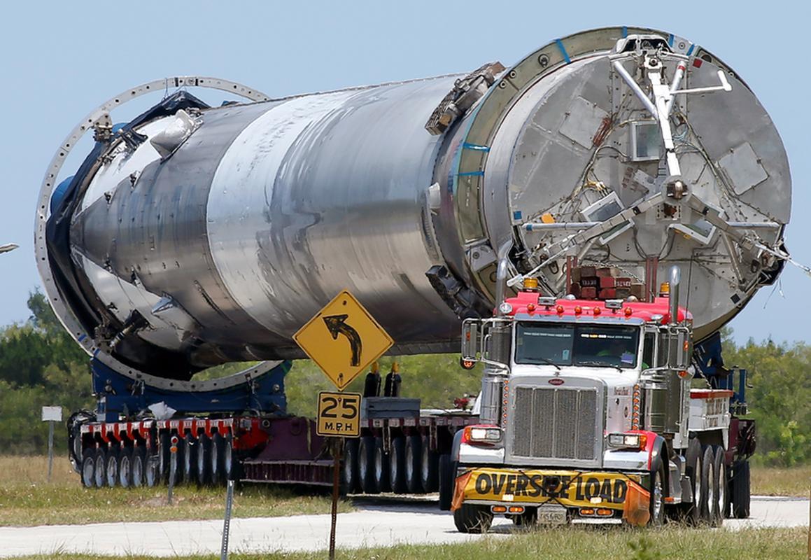 Odzyskany pierwszy człon wystrzelonej wcześniej rakiety Falcon 9 od SpaceX