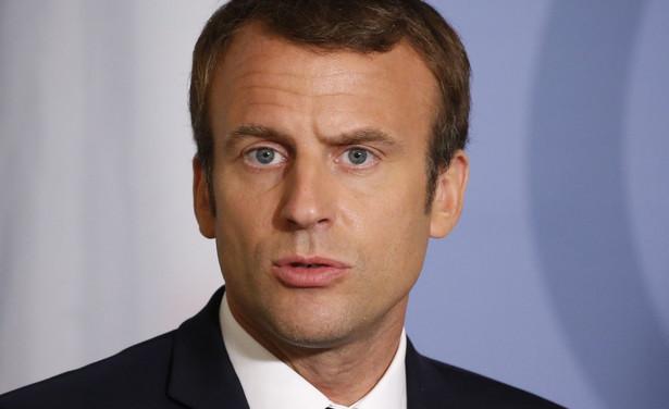 Macron mówił, że państwa, które chcą iść wolniej i nie tak daleko jak pozostałe, mają do tego pełne prawo, ale nie mogą opóźniać innych