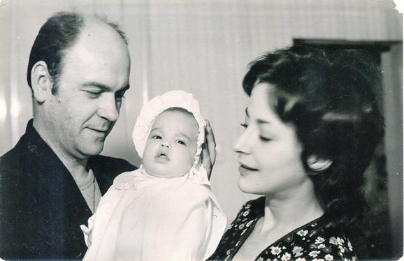 Sa prvim suprugom Milošem Žutićem i ćerkom Katarinom