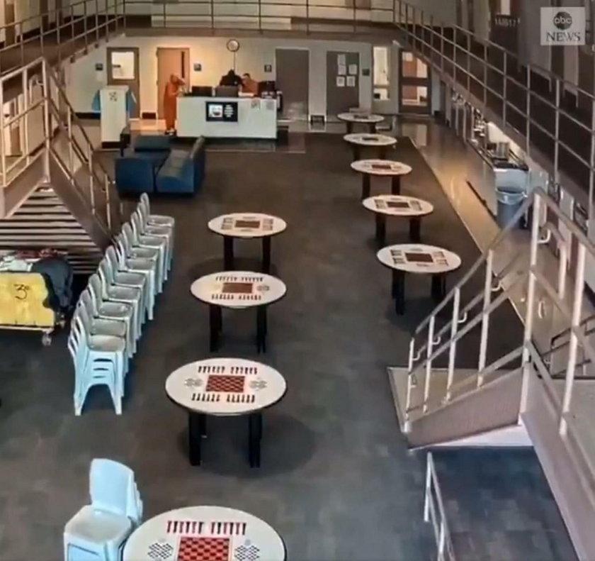 Strażnik stracił przytomność. Kamera nagrała, co zrobili więźniowie