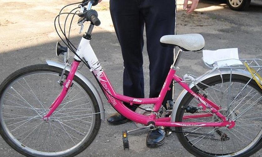 Szukają właściciela różowego rowerka